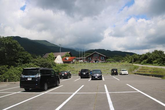 4 駐車場.jpg
