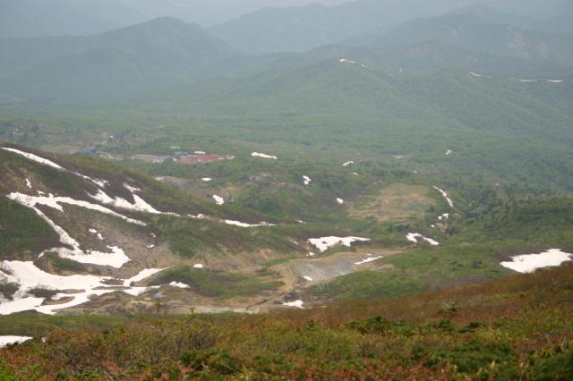 山頂から須川温泉を望む.JPG