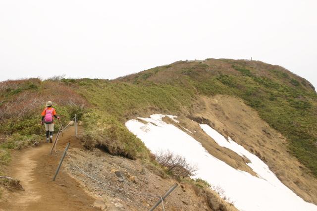 山頂への尾根.JPG
